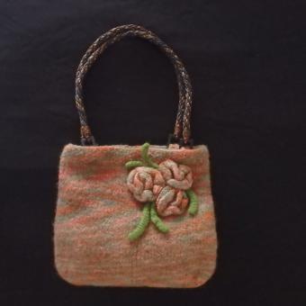 Gefilzte Handtasche mit Blumen Herbstfarben