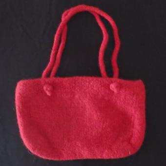 Gefilzte rote Handtasche