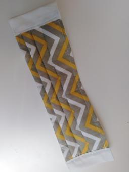 Mund-Nase-Maske: Zick-Zack-Linien Muster in weiß, gelb und braun