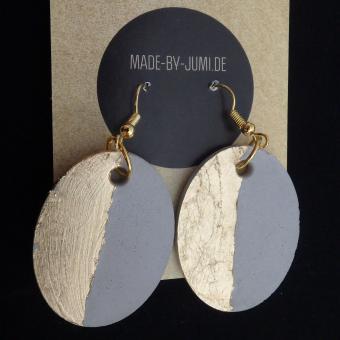 Ovale Beton-Ohrhänger, golden verziert